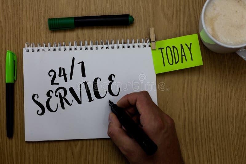 Note d'écriture montrant à 24 7 le service Photo d'affaires présentant toujours disponible pour servir des courses constamment sa photographie stock