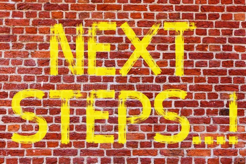 Note d'écriture montrant de prochaines étapes La photo d'affaires présentant après plan de stratégie de mouvements donnent l'art  photos stock