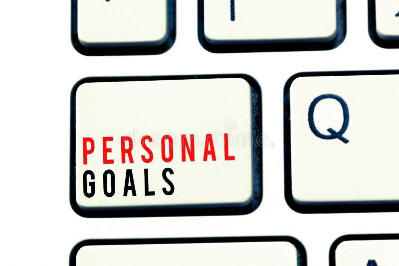 Note d'écriture montrant des buts personnels Ensemble de présentation de cible de photo d'affaires par une personne pour influenc photo stock