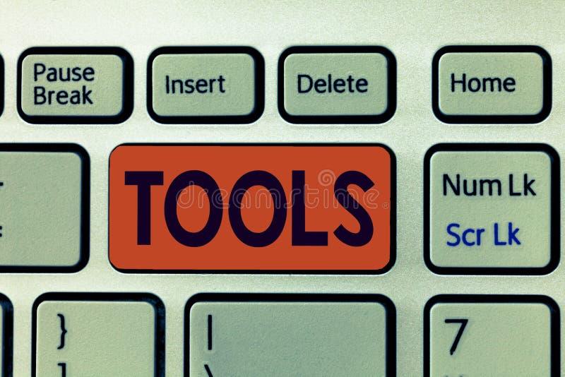 Note d'écriture montrant des outils L'instrument de présentation de dispositif de photo d'affaires comme tenu et utilisé effectue images stock