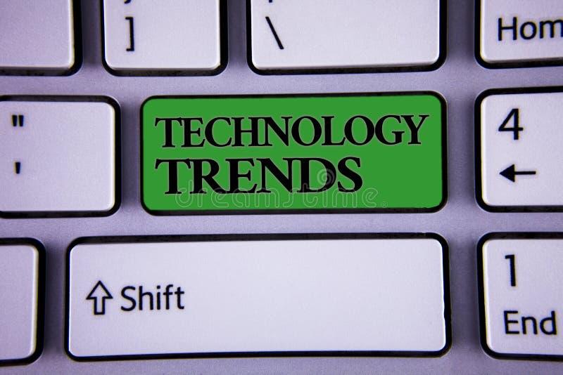 Note d'écriture montrant des tendances de technologie Photo d'affaires présentant tendant le développement avancé viral moderne n images stock
