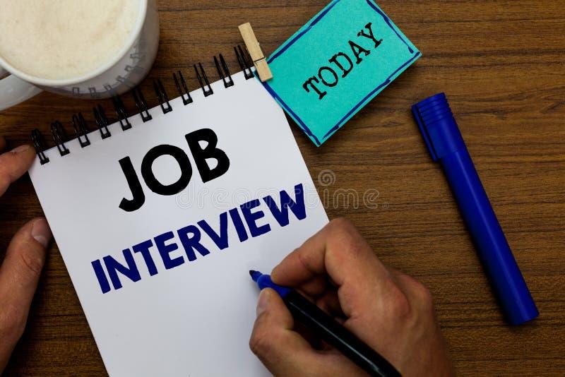 Note d'écriture montrant Job Interview L'évaluation de présentation de photo d'affaires remet en cause des réponses engageant l'h photographie stock