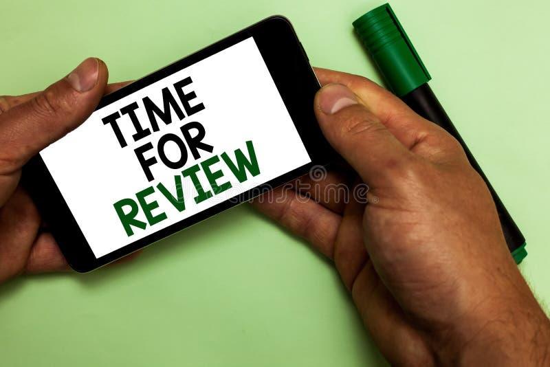 Note d'écriture montrant l'heure pour l'examen Représentation de présentation Rate Assess Human de moment de retour d'évaluation  photo stock