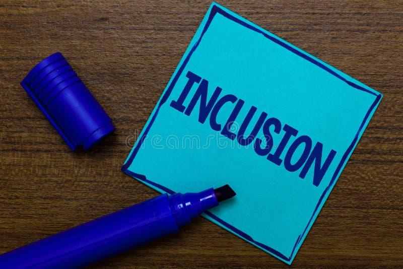 Note d'écriture montrant l'inclusion Inclusion de présentation d'état d'action de photo d'affaires de l'inclusion dans le bleu de photo libre de droits