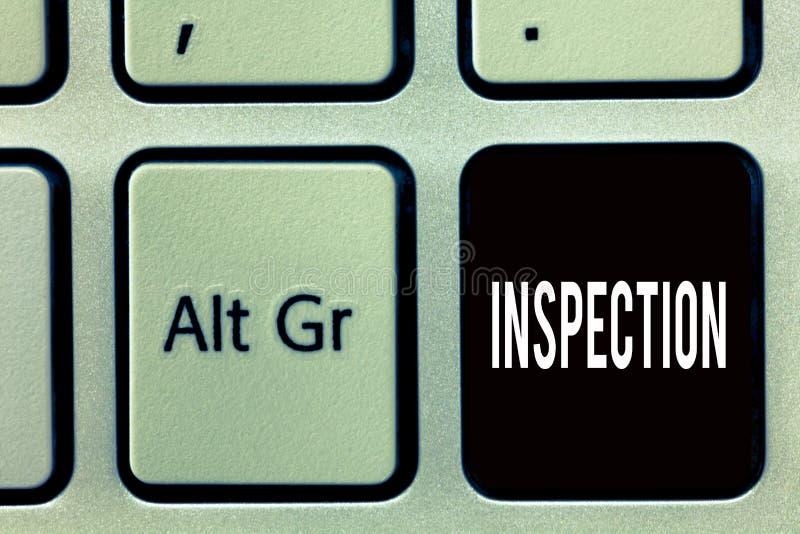 Note d'écriture montrant l'inspection Photo d'affaires présentant l'examen soigneux d'enquête d'examen ou d'examen minutieux images stock