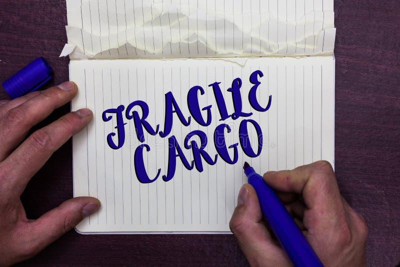 Note d'écriture montrant la cargaison fragile La présentation de photo d'affaires cassable manipulent avec HOL dangereux de verre photos libres de droits