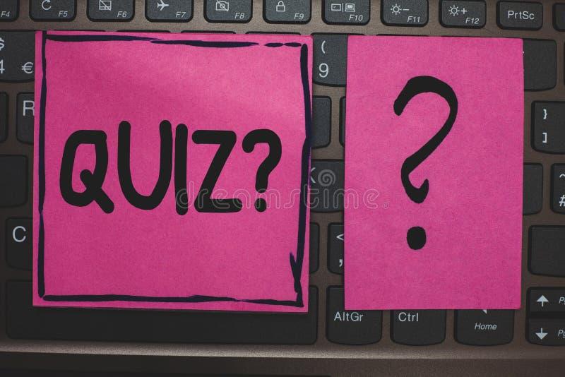 Note d'écriture montrant la question de jeu-concours Photo d'affaires présentant l'examen court d'évaluation d'essais pour mesure photo stock
