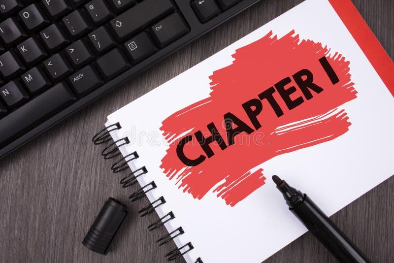 Note d'écriture montrant le chapitre 1 Photo d'affaires présentant commençant quelque chose nouvelle ou apportant les grandes mod photographie stock libre de droits
