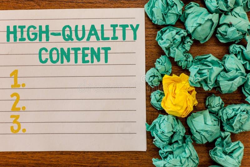 Note d'écriture montrant le contenu de haute qualité Le site Web de présentation de photo d'affaires est s'engager instructif uti photos libres de droits