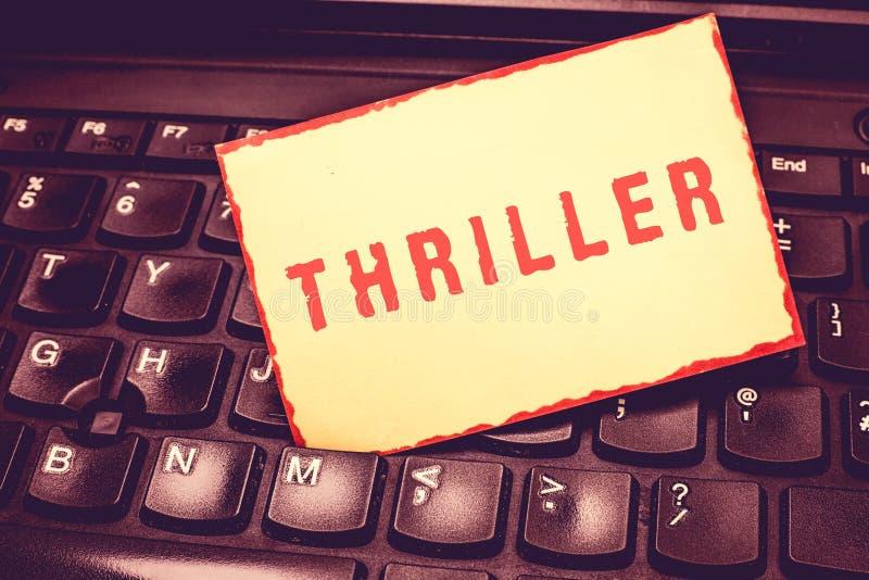 Note d'écriture montrant le thriller Photo d'affaires présentant le jeu ou le film nouveau avec exciter le complot comportant typ images libres de droits