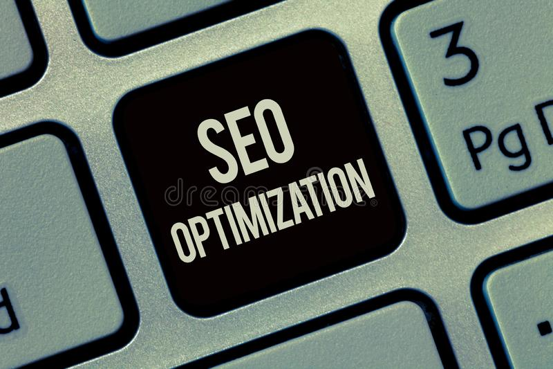 Note d'écriture montrant Seo Optimization Processus de présentation de photo d'affaires d'affecter la visibilité en ligne du site image stock