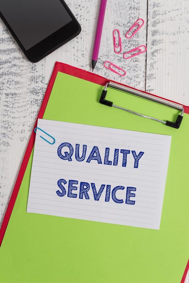 Note d'?criture montrant le service de qualit? La photo d'affaires présentant à quel point a fourni le service se conforme à photographie stock