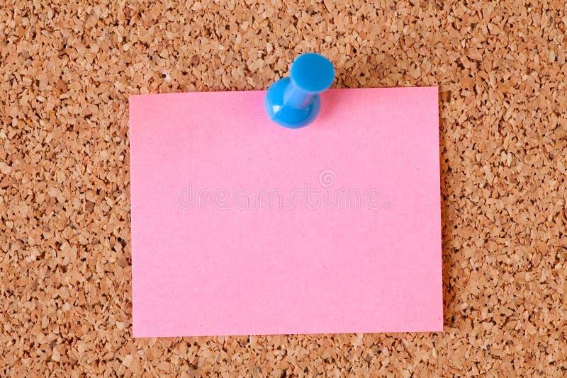 Note di carta sulla scheda del sughero fotografia stock libera da diritti