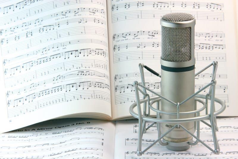 Note e microfono immagini stock