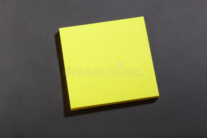 Note jaune de bloc de post-it image libre de droits
