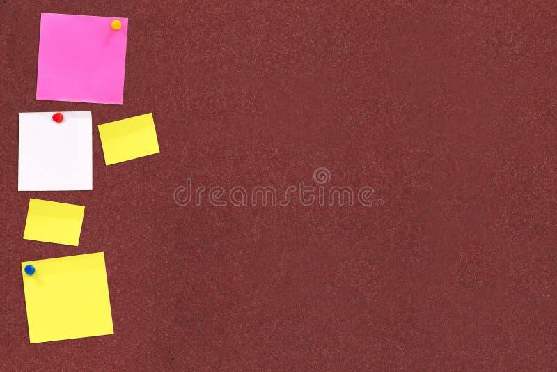 Note sulla scheda del sughero immagine stock