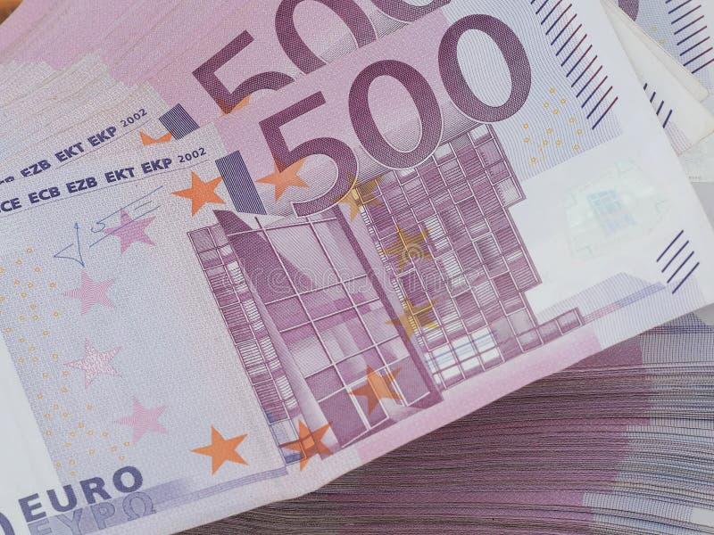 500 note tedesche rosse usate dell'euro in una pila fotografie stock