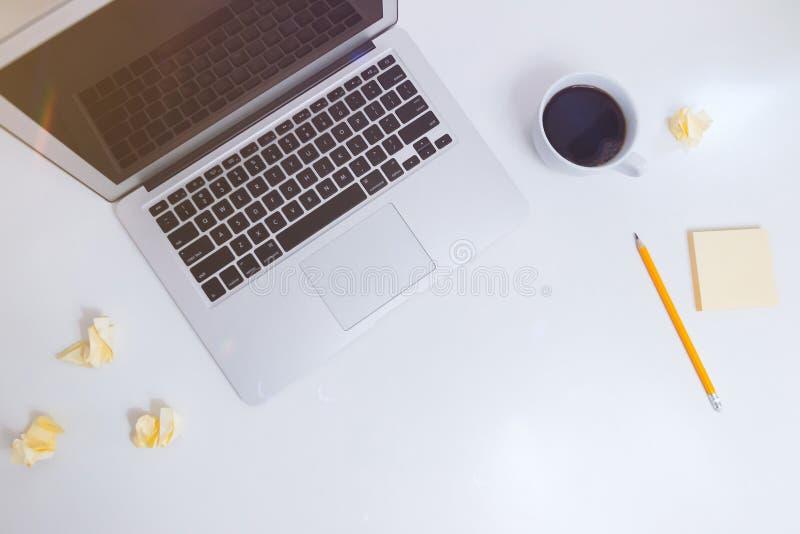 Notebook auf Schreibtisch