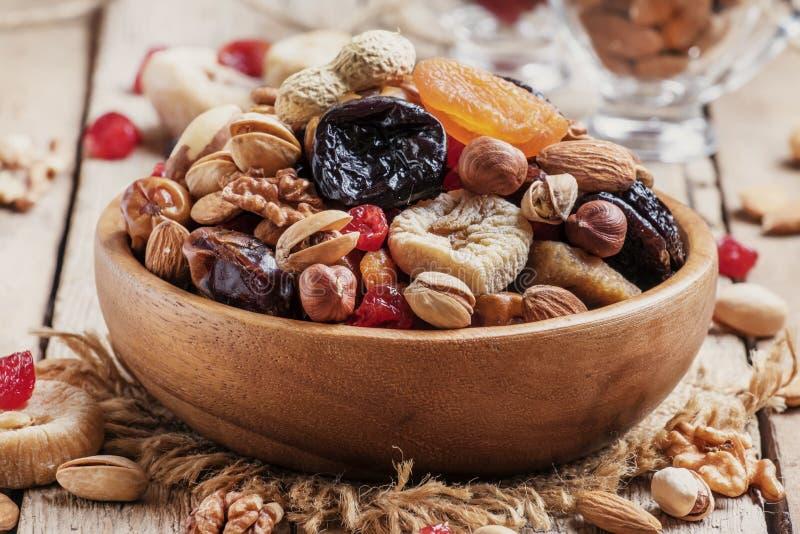 Noten en gedroogd fruitmengeling, gezonde en gezonde voedsel Wijnoogst wo royalty-vrije stock afbeelding