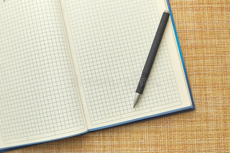 Notepad i pi?ro pusty arkusza papieru Biznes, biuro fotografia stock