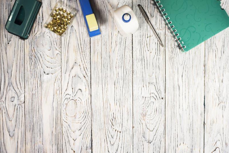 Notepad, pióro i inny, dostawy obraz royalty free