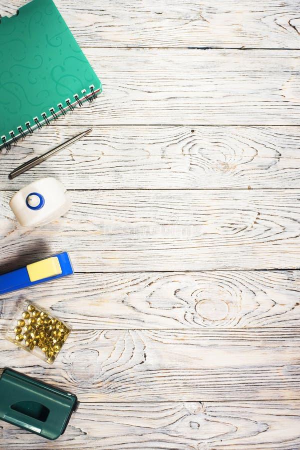 Notepad, pióro i inny, dostawy obrazy stock