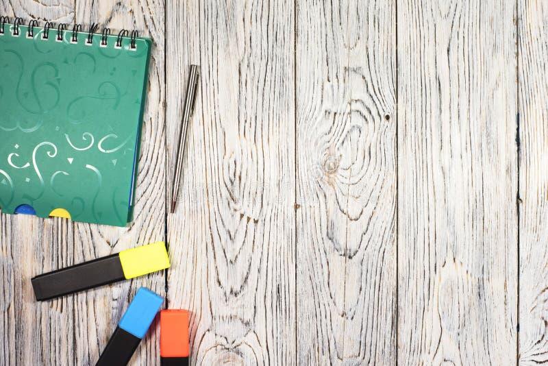 Notepad, pióro i inny, dostawy zdjęcia stock