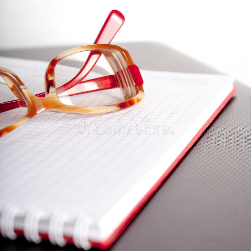 Notepad And Spectacles Royalty Free Stock Photography