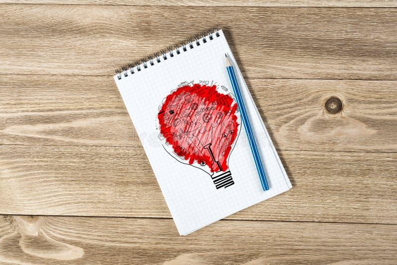 Notepad z ołówkiem i nakreśleniami obraz stock