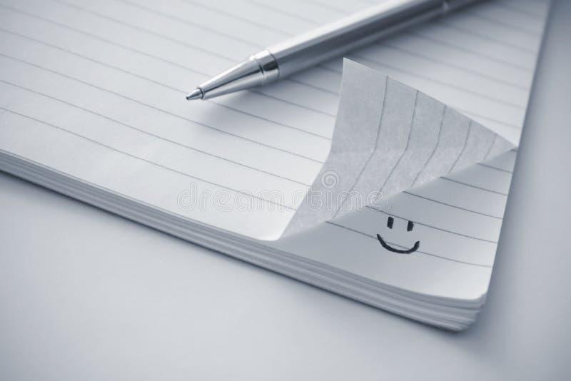 Notepad z smiley ikoną fotografia stock
