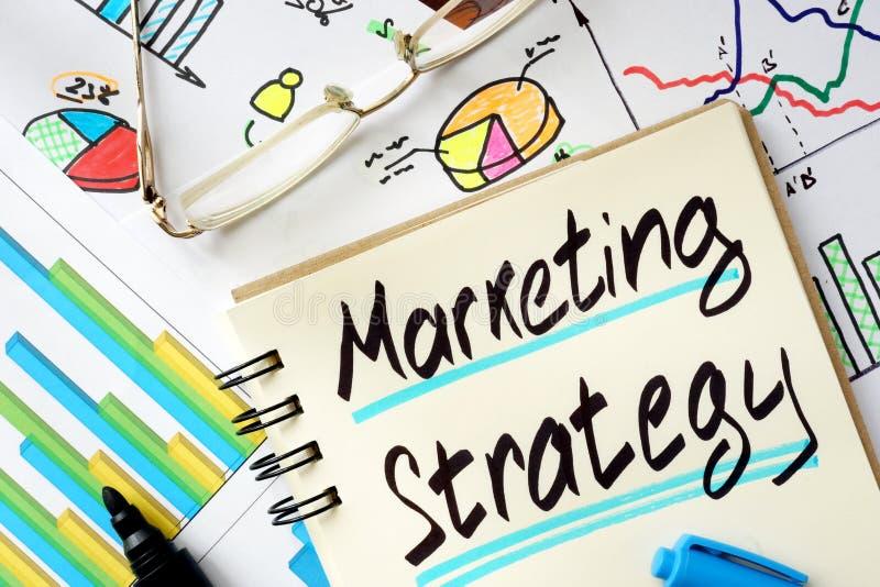Notepad z szyldową strategią marketingową zdjęcie stock
