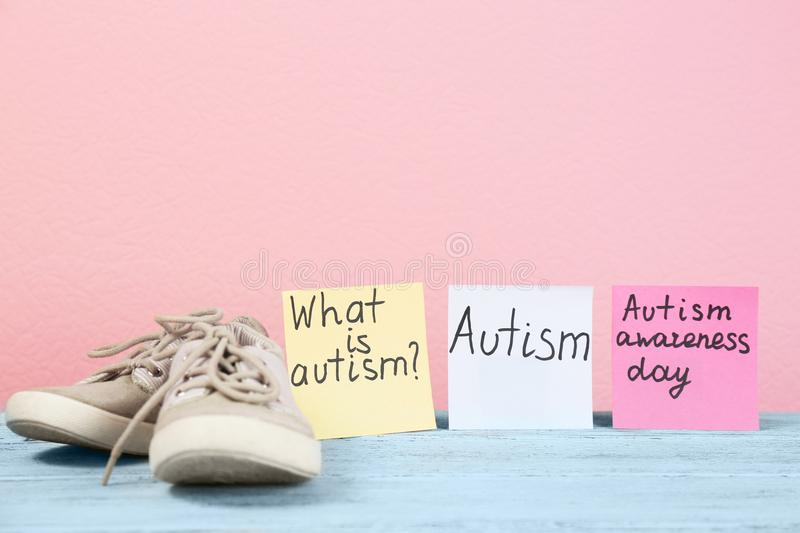 Notes with autism related phrases and child trainers royalty free stock photos