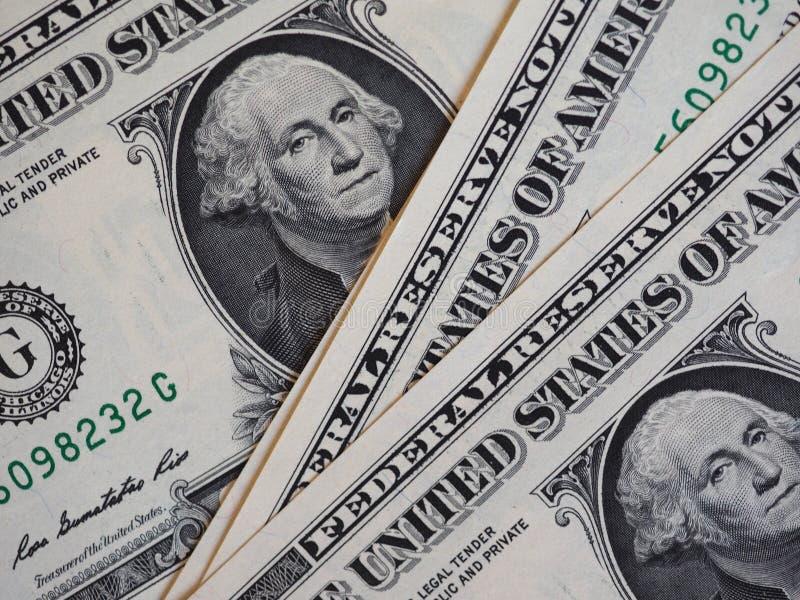 Notes de l'un dollar, Etats-Unis au-dessus de fond rouge de velours image libre de droits