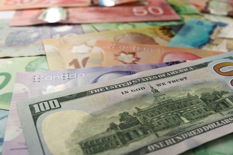 Notes de papier Canada et des Etats-Unis Différents montants de factures photos stock