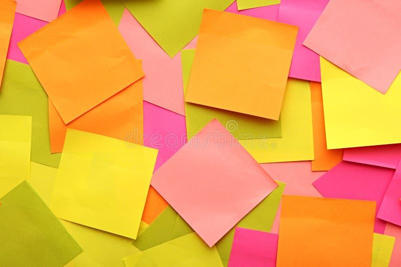Notes de papier colorées photos libres de droits