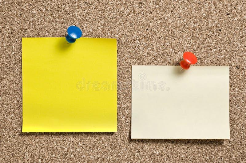 Notes jaunes de reste images stock
