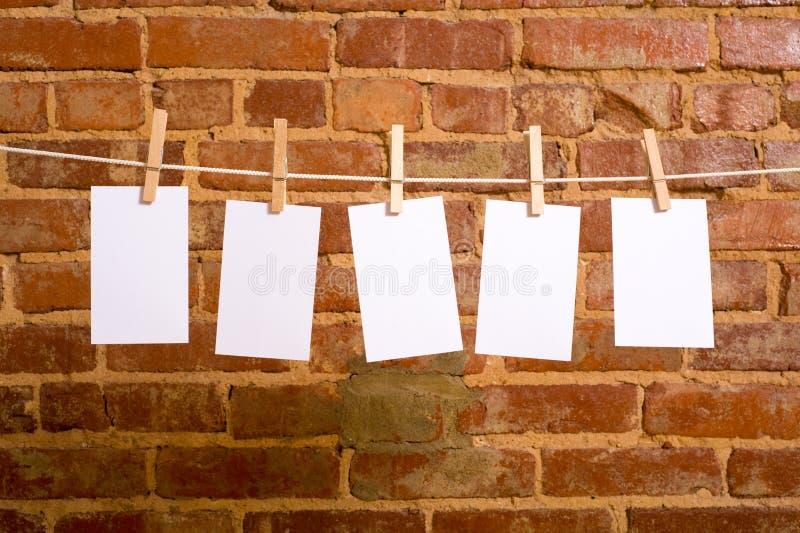 Notes sur une corde à linge photo libre de droits