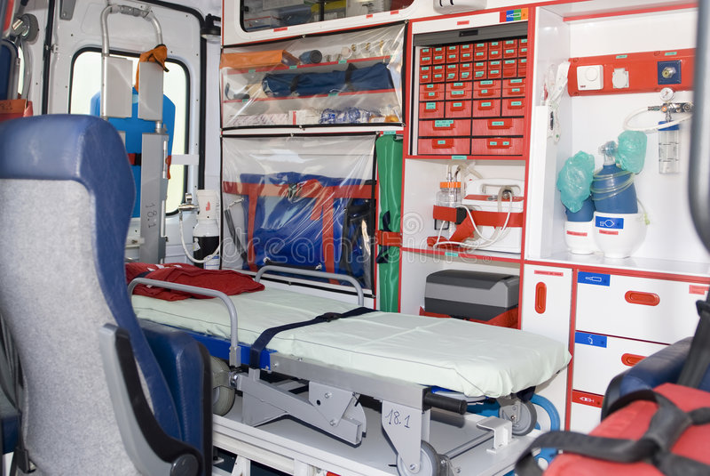 Notfahrzeug oder -krankenwagen mit Ausrüstung lizenzfreie stockfotografie