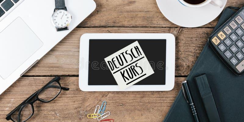 Noti la lettura delle lezioni tedesche di Deutschkurs immagine stock libera da diritti