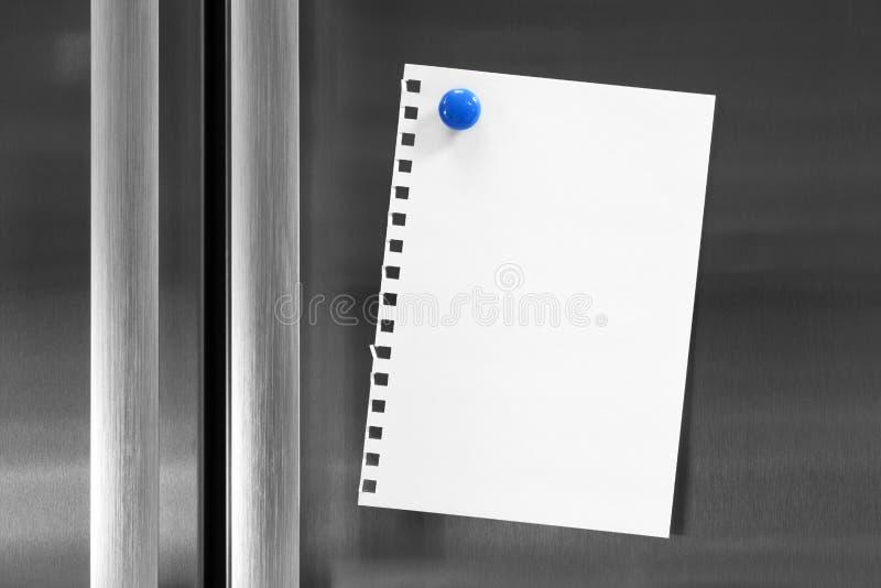 Noti sul frigorifero con il magnete fotografia stock