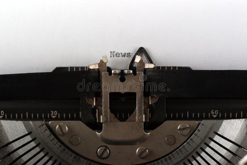 Noticias que mecanografían de la máquina de escribir fotos de archivo libres de regalías