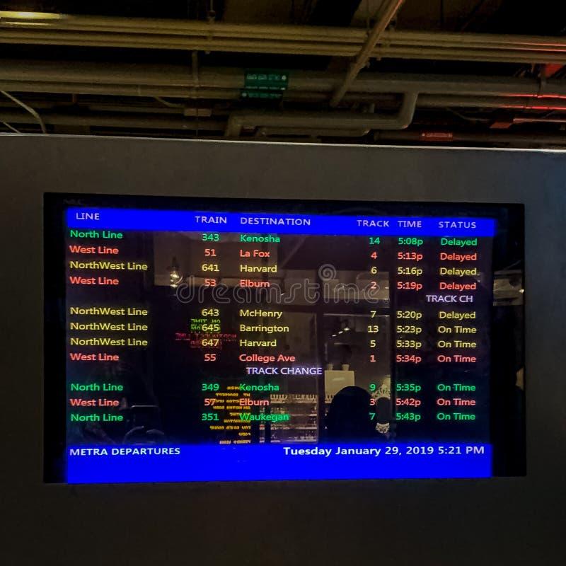 Notificaciones de la vía de Metra con respecto a los trenes retrasados en Chicago imágenes de archivo libres de regalías