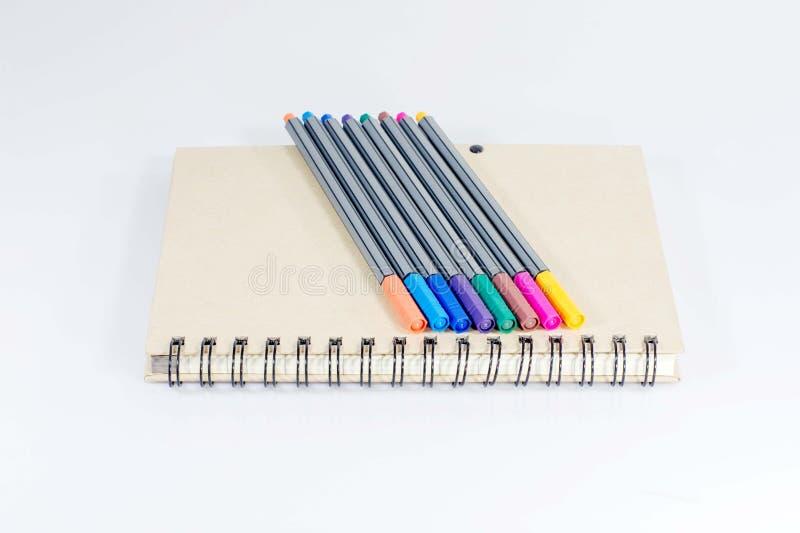 Notitieboekje en kleurenpen royalty-vrije stock afbeelding