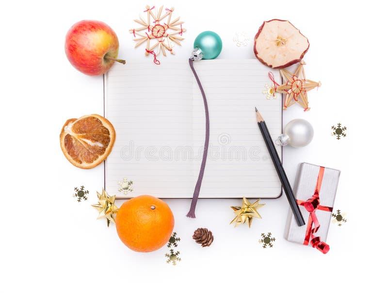 Notitieboekje met Kerstmisdecoratie stock foto's