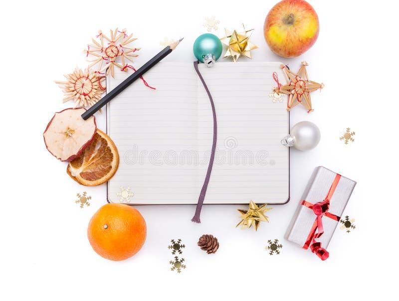Notitieboekje met Kerstmisdecoratie stock afbeeldingen
