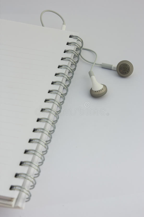 Notitieboekje met muziek stock afbeeldingen