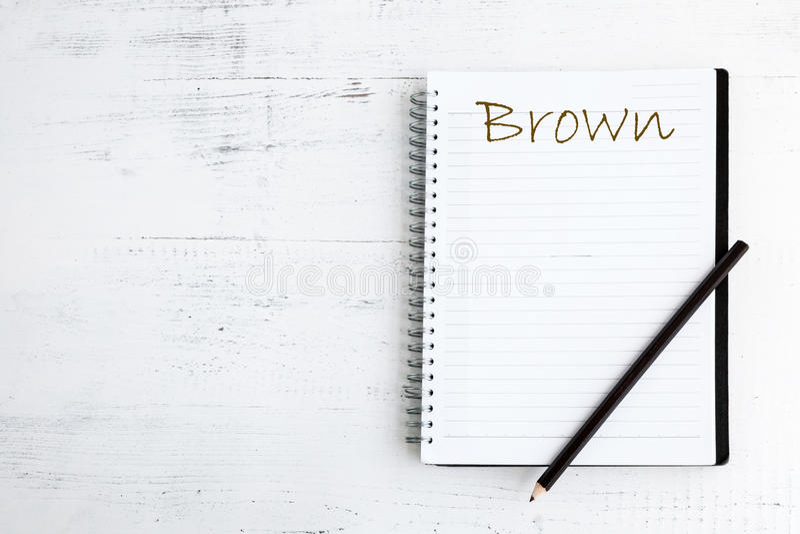 Notitieboekje met potlood op houten bruin royalty-vrije stock afbeelding