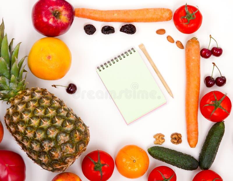 Notitieboekje met vruchten en groenten stock foto