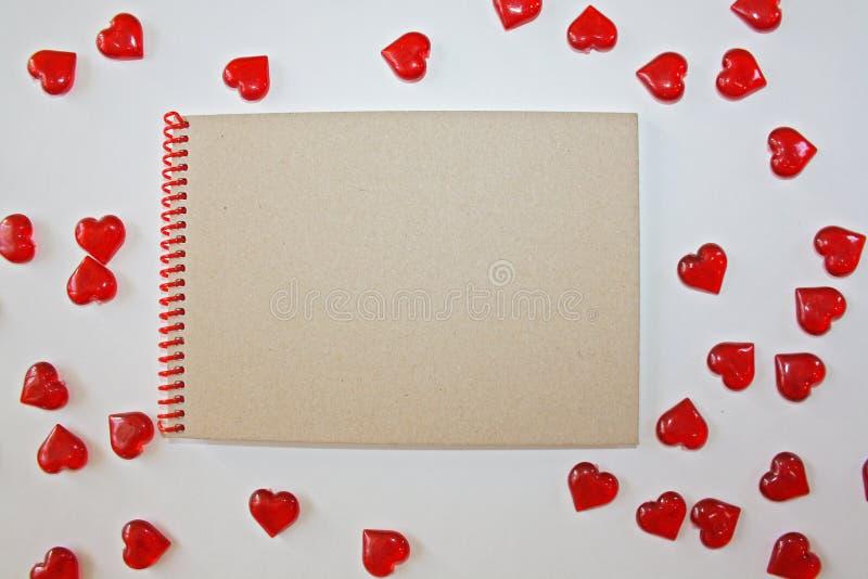 Notitieboekje op een witte achtergrond stock foto
