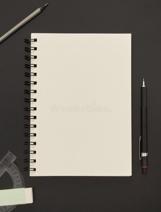 Notizbuch, Bleistift und Radiergummi stockfoto